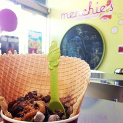 Photo taken at Menchie's Frozen Yogurt by Michelle S. on 5/23/2013