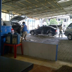 Photo taken at Arema Car Wash by dindindince on 12/29/2012