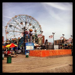 Photo taken at Coney Island Beach & Boardwalk by Stéphane on 9/10/2013