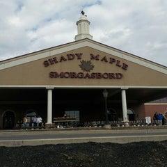 Photo taken at Shady Maple Smorgasbord by Oscar M. on 5/3/2014