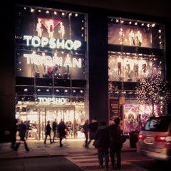 Photo taken at Topshop by Keilon L. on 11/23/2012