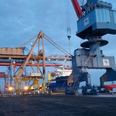 Photo taken at Terminal Peti Kemas Pelabuhan Pontianak by fahmi c. on 7/25/2013