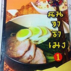 Photo taken at Ninja Ramen (นินจา ราเมง) by Cassanova T. on 11/12/2012