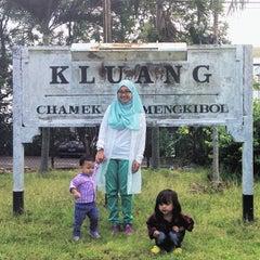 Photo taken at Stesen Keretapi Kluang by Mohd Razali on 3/27/2013