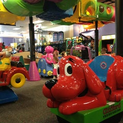 Photo taken at Chuck E. Cheese's by Denise L. on 3/15/2013