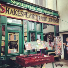 Photo taken at Shakespeare & Company by Marga on 6/15/2013