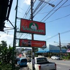 Photo taken at ไก่ทอดเดชา by Farmaan B. on 12/6/2013