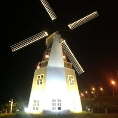 Photo taken at The Windmill (บ้านกังหัน) by Patcharin on 9/19/2012