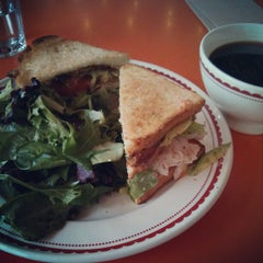 Photo taken at La Boulange de Yerba Buena by Tatsuhiko M. on 12/28/2012