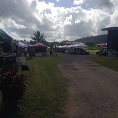Photo taken at Hanalei Saturday Farmers Market by Julie E. on 5/31/2014