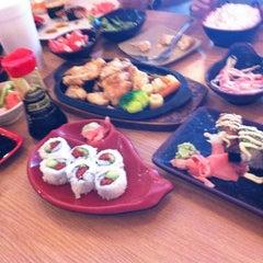 Photo taken at Oishii Japanese Restaurant & Sushi Bar by R . on 10/9/2012