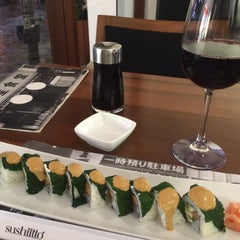 Photo taken at Sushi Itto by Roberto L. on 11/14/2015