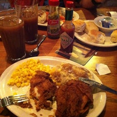 Photo taken at Cracker Barrel Old Country Store by Miguel C. on 8/19/2013