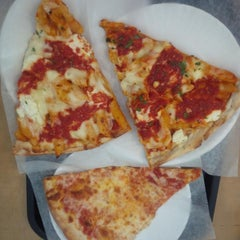 Photo taken at Marinara Pizzeria & Restaurant by Joshua L. on 3/22/2015
