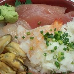 Photo taken at 丼丸 富岡八幡宮店 by Tomomi N. on 11/30/2012