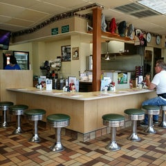 Photo taken at George Webb Restaurants by Kari S. on 5/29/2014