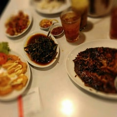Photo taken at D'Cost Seafood by Yuni A. on 8/1/2015