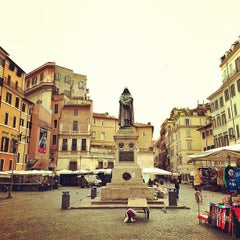 Photo taken at Campo de' Fiori by Kenny Kim P. on 12/26/2012