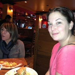Photo taken at 5th Street Bar & Wood Fired Grill by Darlene on 11/17/2012