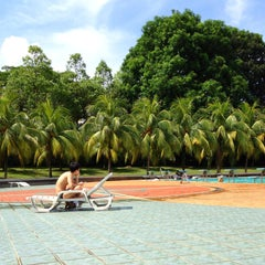 Photo taken at Yio Chu Kang Swimming Complex by Roger L. on 5/4/2013