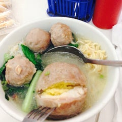 Photo taken at Bakso Jawir by Zubaidah A. on 4/22/2014