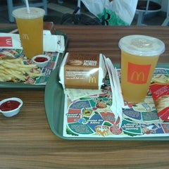 Photo taken at McDonald's by André F. on 12/23/2012