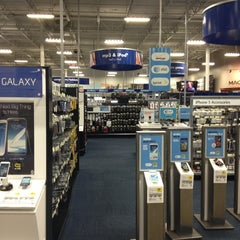 Photo taken at Best Buy by Jeferson M. on 2/4/2013