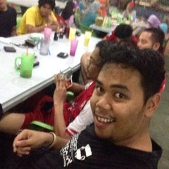 Photo taken at Maza Jungle Food Court by Faez O. on 6/26/2015