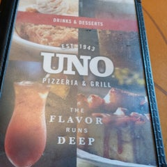Photo taken at Uno Pizzeria & Grill - Dayton by Kevin C. on 2/12/2014