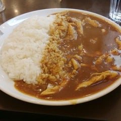 Photo taken at CoCo壱番屋   Curry House by Iulia F. on 5/25/2014