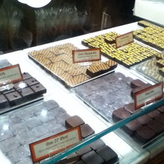 Photo taken at Jacques Torres Chocolate by Melissa on 6/18/2013