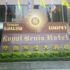 Photo taken at Royal Benja Hotel by りょん だ. on 4/6/2015