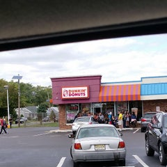 Photo taken at Dunkin' Donuts by Still S. on 9/22/2014