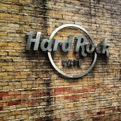 Photo taken at Hard Rock Cafe Jakarta by Muhammed Fitry on 5/30/2013