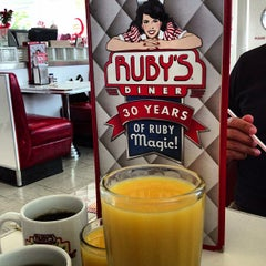 Photo taken at Ruby's Diner by Itsvan J on 12/14/2012