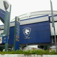 Photo taken at Proton Glenmarie Service Centre by Tujuh B. on 2/5/2013