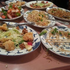 Photo taken at Hunan Home's Restaurant by Samantha S. on 12/20/2013