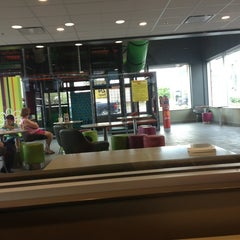 Photo taken at Mcdonalds by Kimberly J. on 8/11/2013