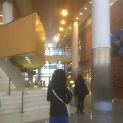 Das Foto wurde bei Baruch College - William and Anita Newman Vertical Campus von Steve M. am 11/9/2012 aufgenommen