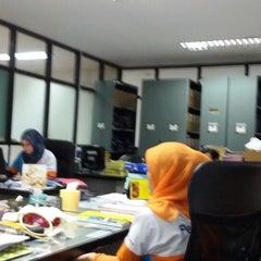 Photo taken at Kantor Terminal Peti Kemas Makassar by Indah Sari F. on 7/3/2014