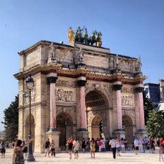 Photo taken at Arc de Triomphe du Carrousel by Priximmo on 7/27/2013