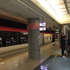 Photo taken at JR 成田空港(第1旅客ターミナル)駅 (JR Narita Airport (Terminal 1) Sta.) by Jay P. on 9/10/2015