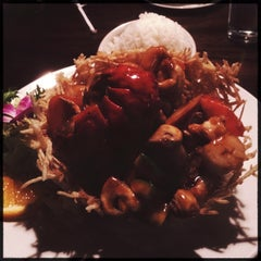 Photo taken at Fulin's Asian Cuisine by T-Bone C. on 4/11/2014