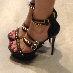 Photo taken at Steve Madden by Dorota K. on 8/20/2013