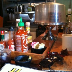 Photo taken at Honey's Sit 'n Eat by Blythe on 9/22/2012
