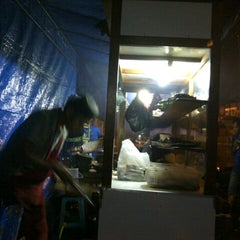 Photo taken at Ayam bakar Genther by Diah Afsari Rachmawati on 11/24/2012