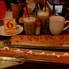 Photo taken at Burger Buto (Kedai 27) by Alvita arini on 4/24/2013