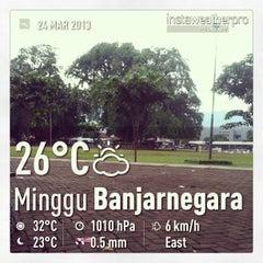Photo taken at Alun - Alun Banjarnegara by Adhie R. on 3/24/2013