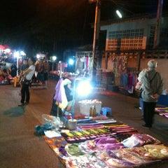 Photo taken at ถนนคนเดิน แม่ฮ่องสอน by 🚺KaiGa[R]LaLaY💃 Q. on 1/27/2013