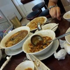 Photo taken at Wu Yueng Chun Shanghai Restaurant 滬揚川上海料理 by David W. on 7/7/2013